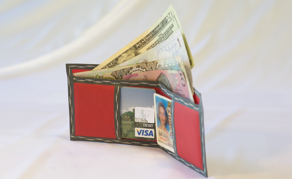 Pointy wallet - Spendy - showing capacity and pockets - red with grey trim